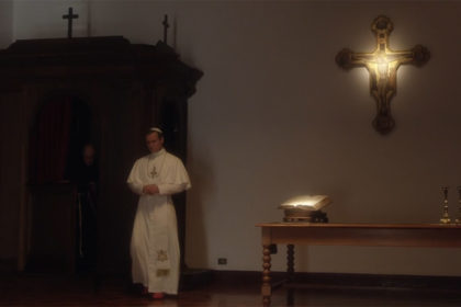Pie XIII sort du confessionnal - The Young Pope