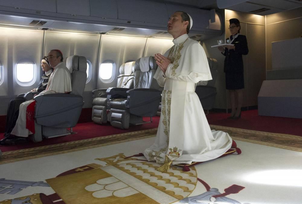 Quand Pie XIII prend l'avion... entre comique et ubuesque.