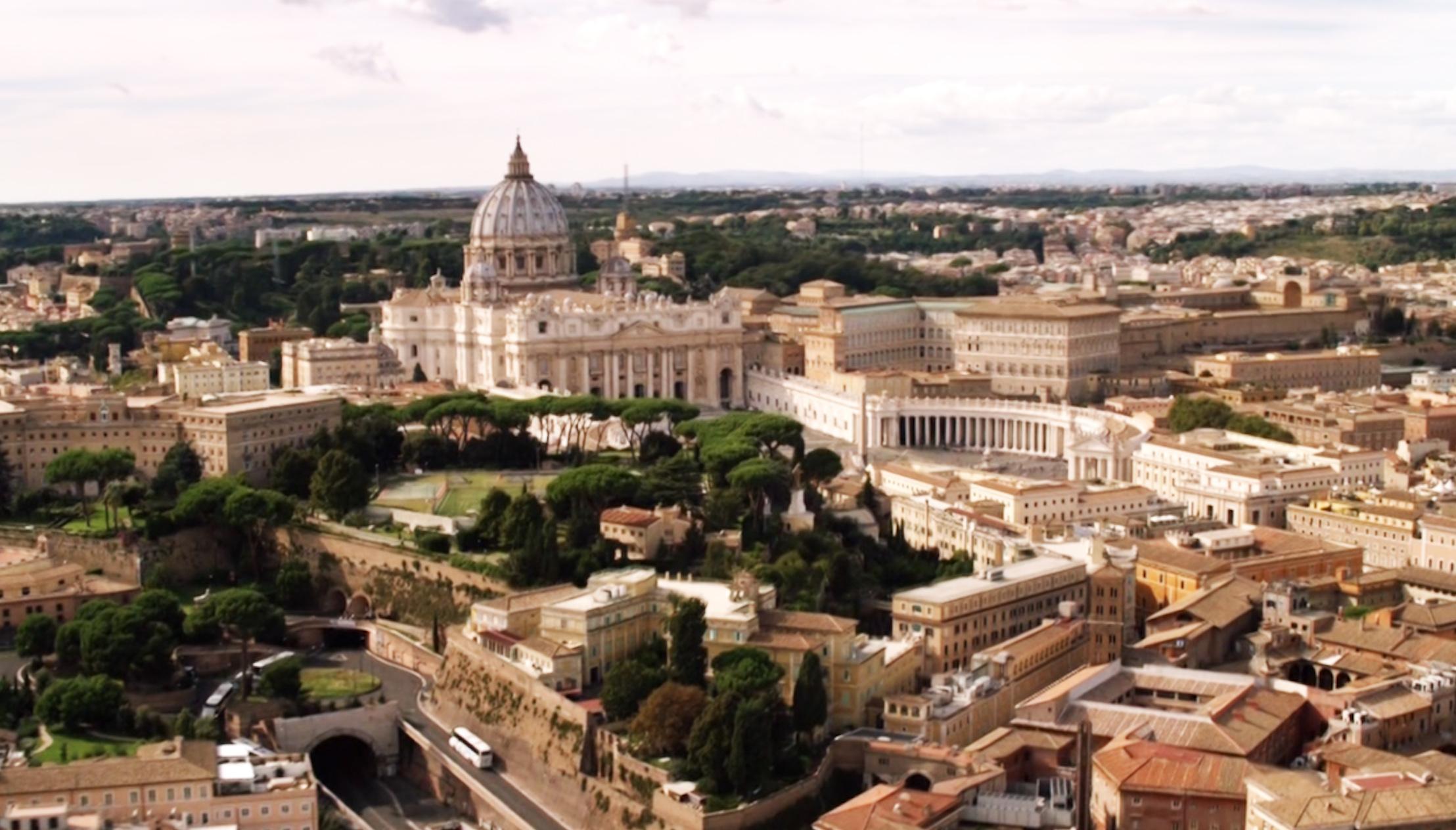 Vue de la Cité du Vatican, dans The Young Pope (le bus est arrêté en pleine côte)