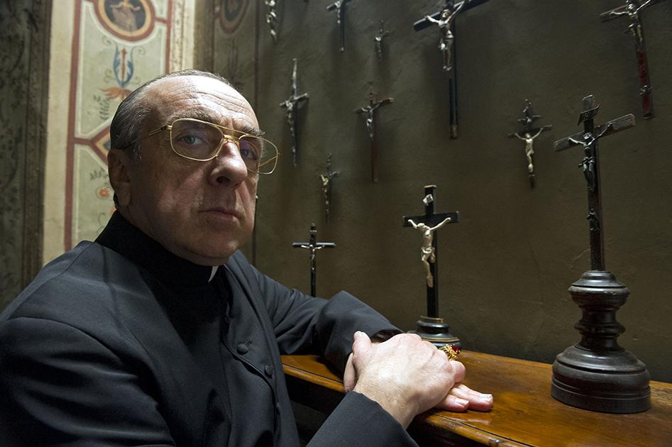 Le cardinal Voiello (Silvio Orlando) dans The Young Pope