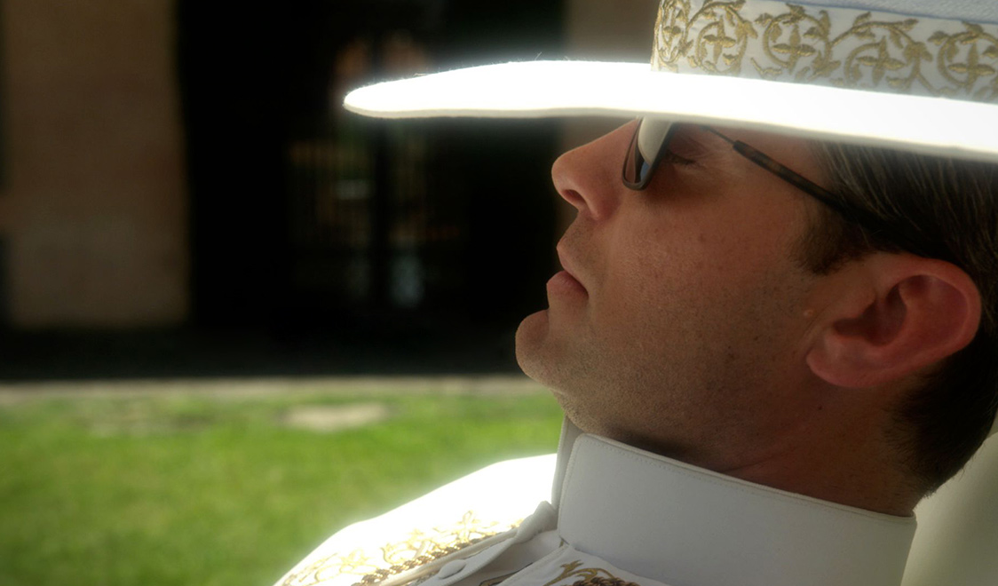 La première image de la série The Young Pope