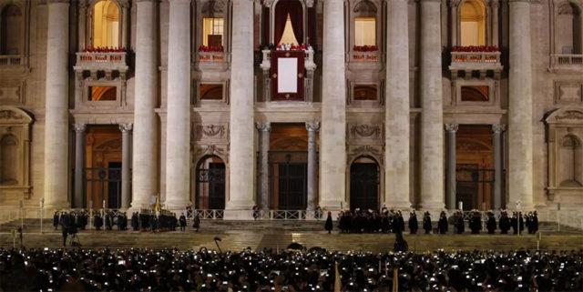 Balcon Basilique Saint-Pierre-de-Rome