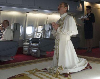 Jude Law, un pape (Pie XII) qui prend l'avion...